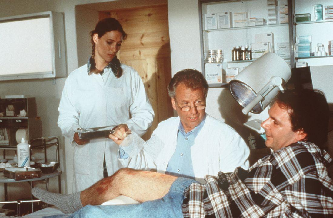 (v.l.n.r.) Traudl (Carin C. Tietze); Dr. Thomas Burgner (Gerhart Lippert); Alfi (Peter von Strombeck) - Bildquelle: Beta Film GmbH