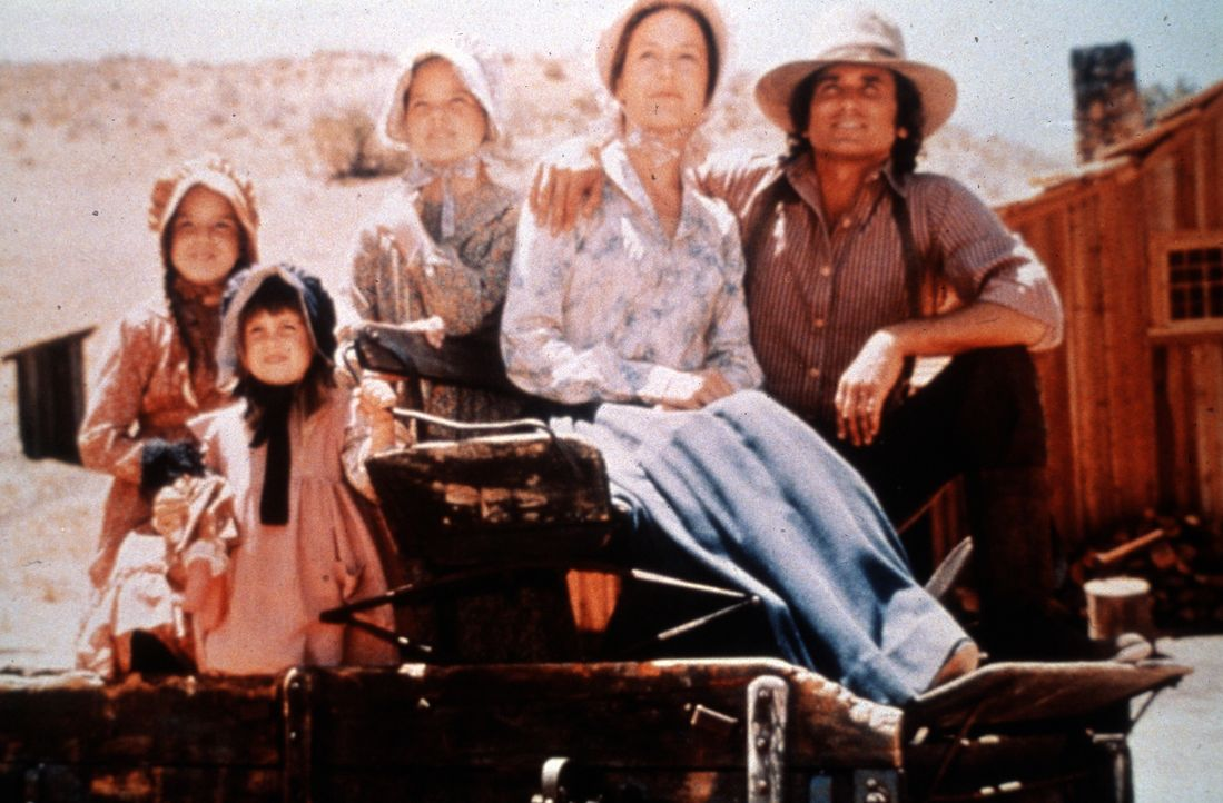 (v.l.n.r.) Laura Ingalls (Melissa Gilbert); Carrie Ingalls (Lindsay Sidney Greenbush); Mary Ingalls (Melissa Sue Anderson); Caroline Ingalls (Karen... - Bildquelle: 1974-1983 NBCUniversal All Rights Reserved