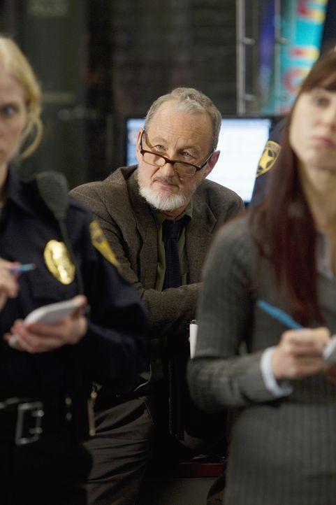 Zusammen mit Detective Gassner (Robert Englund) versucht das Team, einen neuen Mordfall aufzudecken ... - Bildquelle: Monty Brinton 2012 American Broadcasting Companies, Inc. All rights reserved. / Monty Brinton
