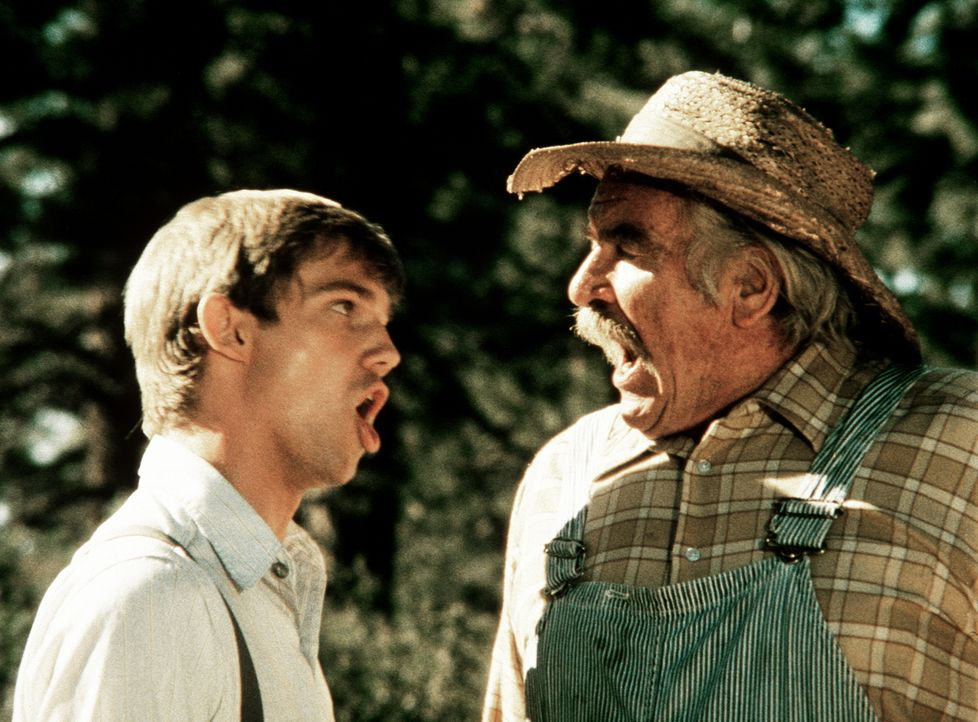 Offensichtlich sind John-Boy (Richard Thomas, l.) und sein Großvater Sam Walton (Will Geer, r.) nicht ganz einer Meinung ... - Bildquelle: WARNER BROS. INTERNATIONAL TELEVISION