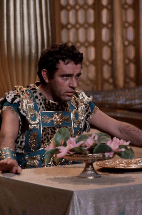Markus Antonius (Richard Burton) erhält schlechte Nachrichten - aus Rom naht eine gewaltige Streitmacht unter seinem Rivalen Octavian ... - Bildquelle: 20th Century Fox Film Corporation