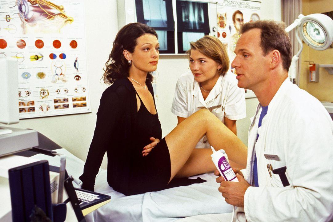 Vanessa Wagner (Angela Quast, l.) ist über Dr. Steins (Christoph Schobesberger, r.) Diagnose entsetzt: Sie ist schwanger! Das wirft ihre ganze Lebe... - Bildquelle: Noreen Flynn Sat.1