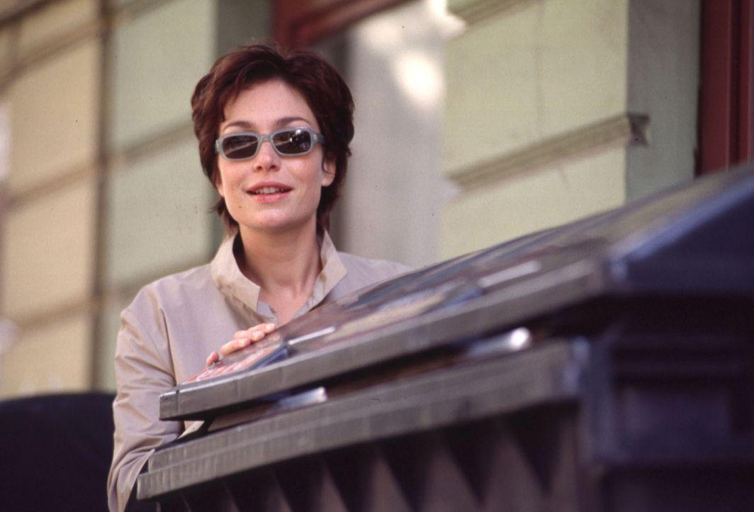 Obwohl sie nicht an die einzige, ewige Liebe glaubt, muss Angela (Aglaia Szyszkowitz) die Verkupplerin spielen. Ihre Opfer sind eine alte Frau, ein... - Bildquelle: Gordon Mühle