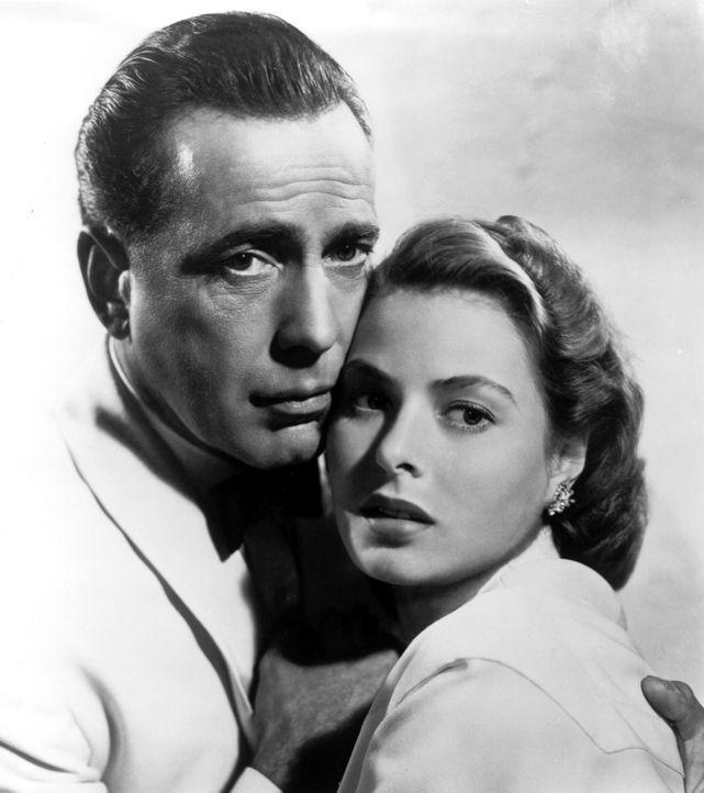 """""""Küss mich, als wäre es das letzte Mal!"""" Ilsa (Ingrid Bergman, r.) und Rick (Humphrey Bogart, l.) ... - Bildquelle: Warner Bros. Television"""