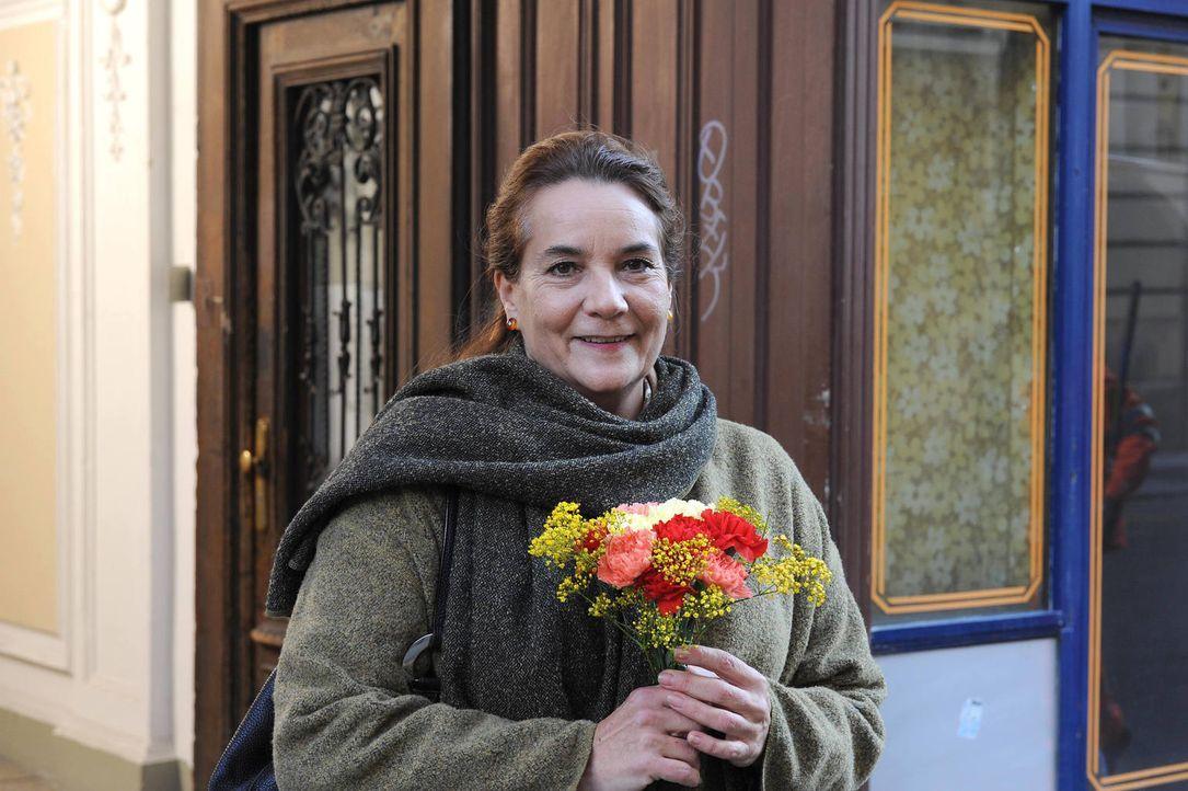 Durch Wally verändert sich ihr Leben: Georgs Haushaltshilfe Else (Patricia Hirschbichler) ... - Bildquelle: Hubert Mican SAT.1