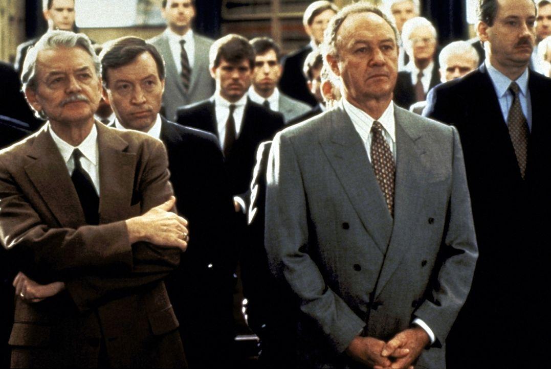 Ein junger erfolgsversprechender Harvard-Absolvent, würde sich in der Kanzlei von Oliver Lambert (Hal Holbrook, l.) und Avery Tolar (Gene Hackman, 2... - Bildquelle: Paramount Pictures