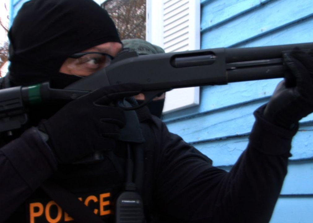 Die Polizei jagt den Mörder eines Teenagers ... - Bildquelle: A&E Television Networks