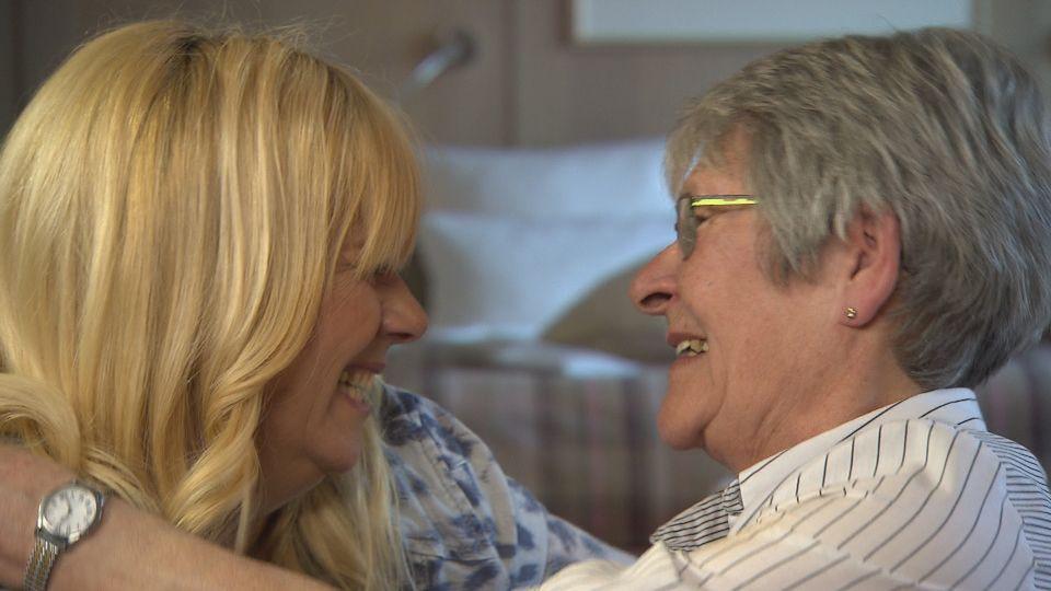Die 69-jährige Sieglinde (r.) vermisst ihre Schwester Renate schmerzlich: Seit sich die Eltern 1954 scheiden ließen und Renate beim Vater blieb, hat... - Bildquelle: SAT.1