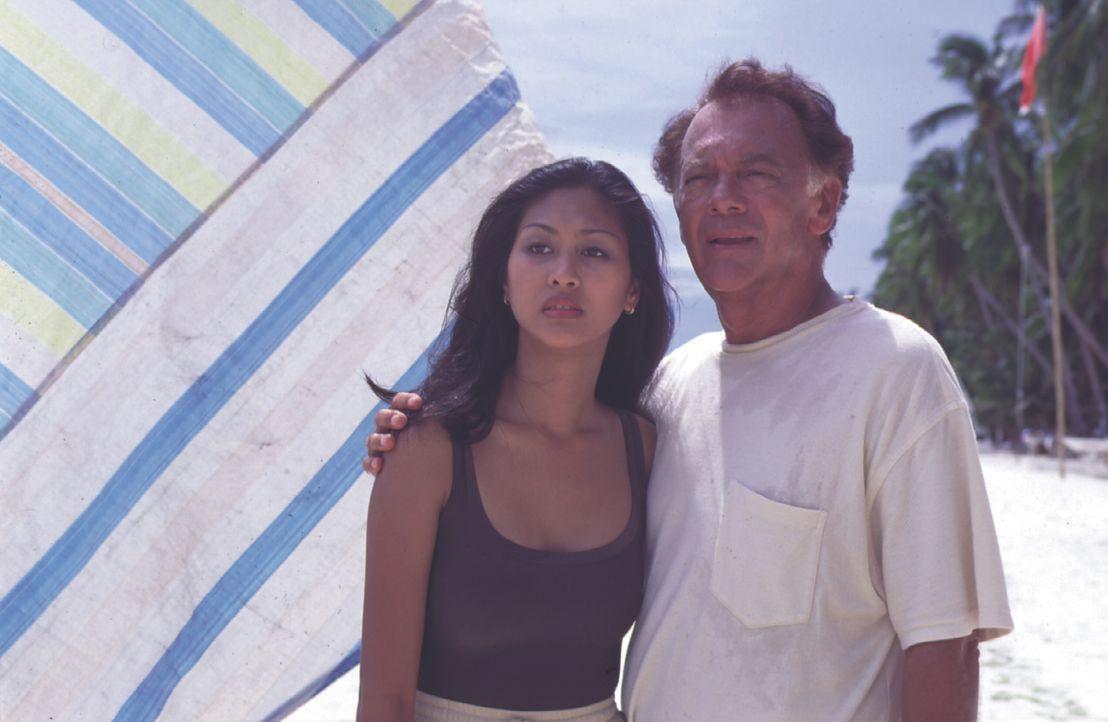 Daphne (Hazel Huelves, l.); Dr. Frank Hofmann (Klausjürgen Wussow, r.) - Bildquelle: Lisa Film
