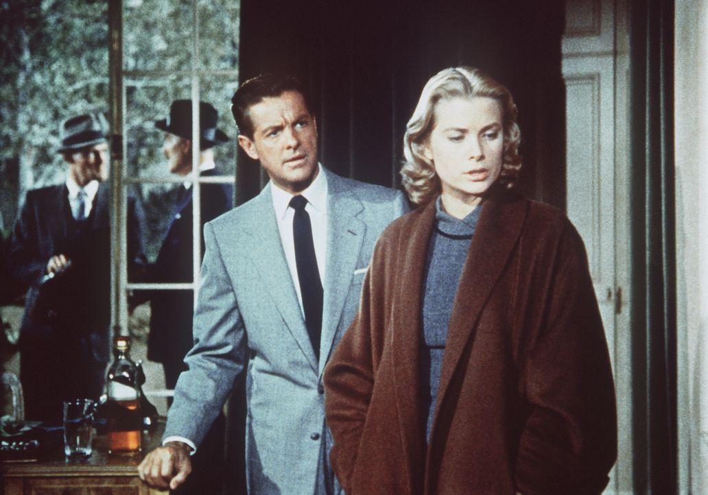 Obwohl alle Indizien gegen Margot (Grace Kelly, r.) sprechen, glaubt ihr Geliebter Mark (Robert Cummings, 2.v.r.) fest an ihre Unschuld ... - Bildquelle: Warner Bros.