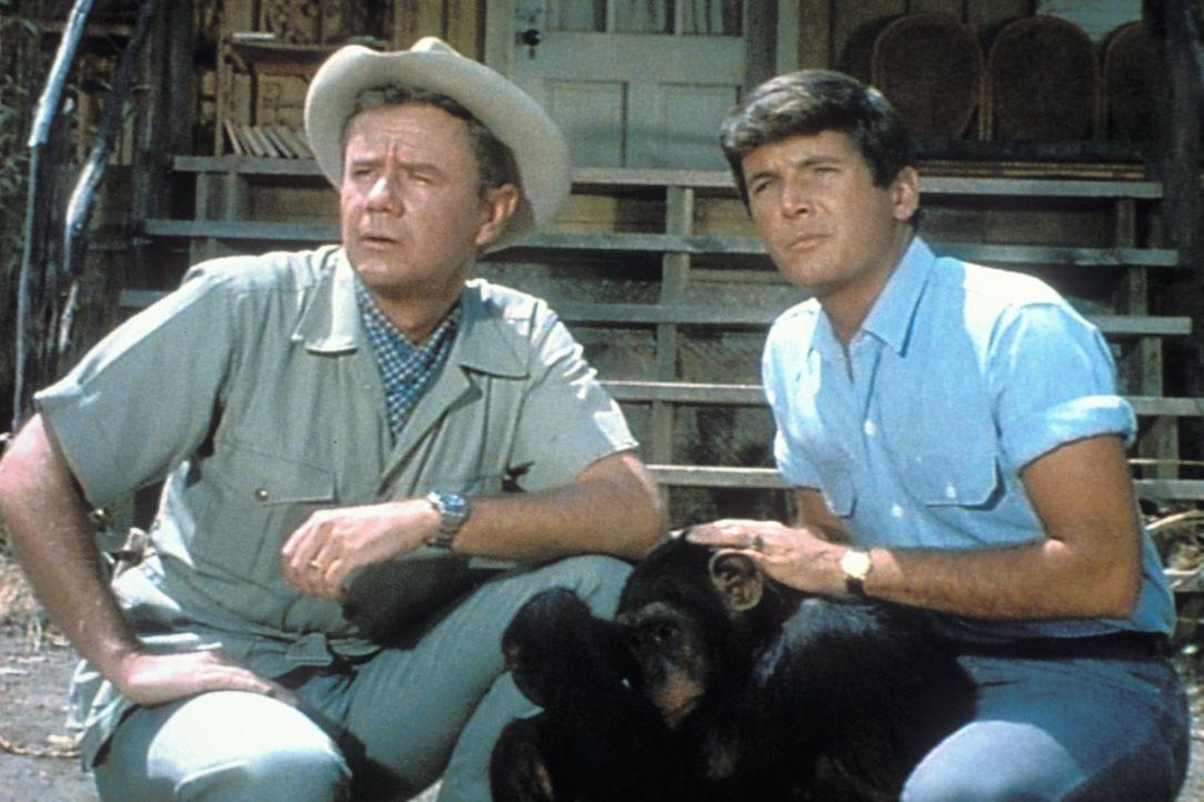 Stehen jeden Tag vor neuen Herausforderungen: Dr. Marsh Tracy (Marshall Thompson, l.) und Jack (Yale Summers, r.) ... - Bildquelle: 2007 Warner Bros. All Rights Reserved.