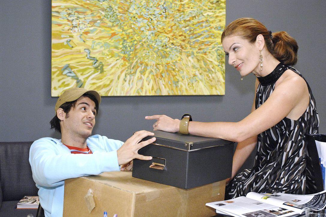 Natascha (Franziska Matthus, r.) macht Maik (Sebastian König, l.) ein überraschendes Angebot ... - Bildquelle: Oliver Ziebe Sat.1