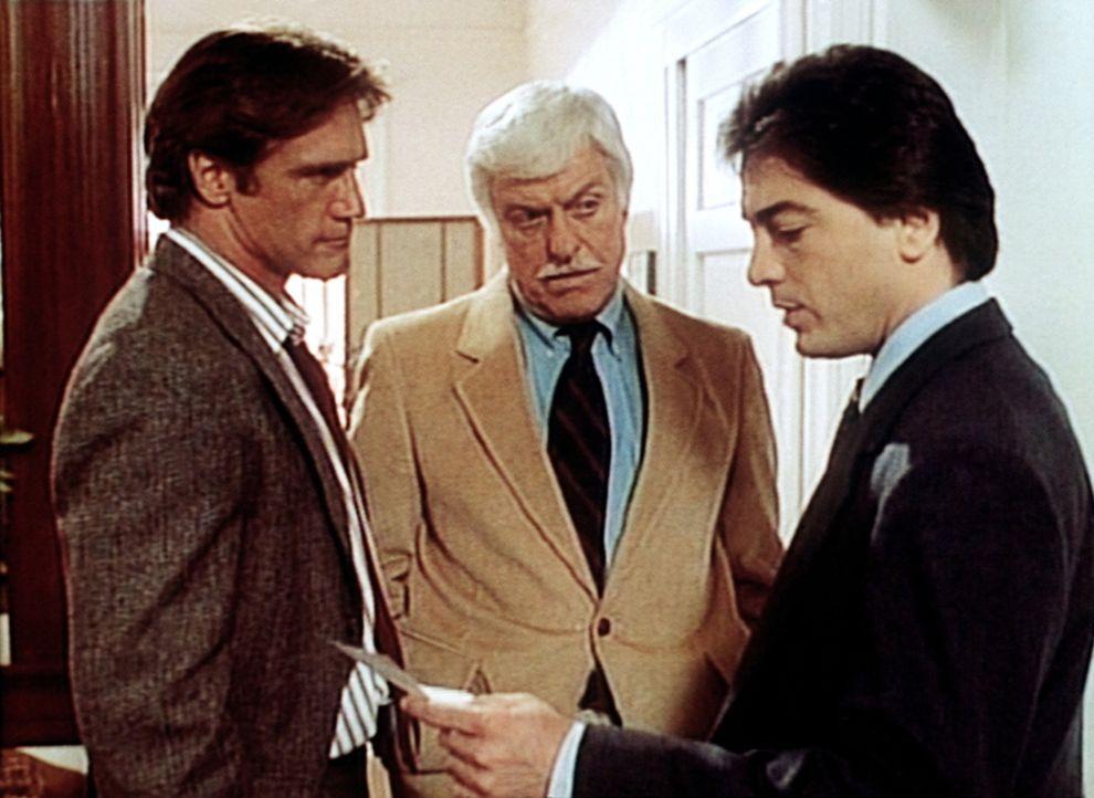 Dr. Sloan (Dick Van Dyke, M.) und Jack Stewart (Scott Baio, r.) versuchen Steve (Barry Van Dyke), aus der Patsche zu helfen. - Bildquelle: Viacom