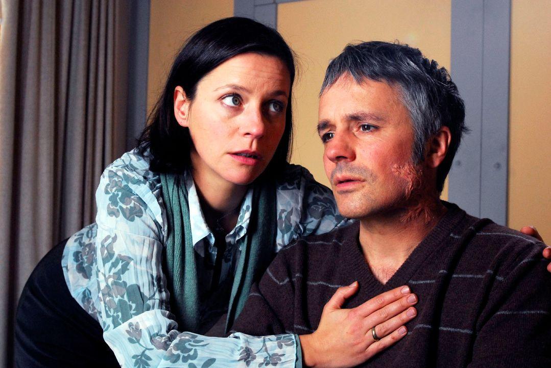 Die Ermittlungen führen Mark und Rebecca zu einem potenziellen Mörder, einem betrogenen Ehemann, Franz Stenzel (René Hofschneider, r.). Doch die Sac... - Bildquelle: Hans Seidenabel Sat.1