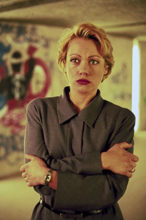Als auch noch das Leben ihrer ältesten Tochter in Gefahr gerät, beginnt Katja (Jennifer Nitsch), an der Arbeit der Polizei zu zweifeln und nimmt die... - Bildquelle: Frank Lemm ProSieben