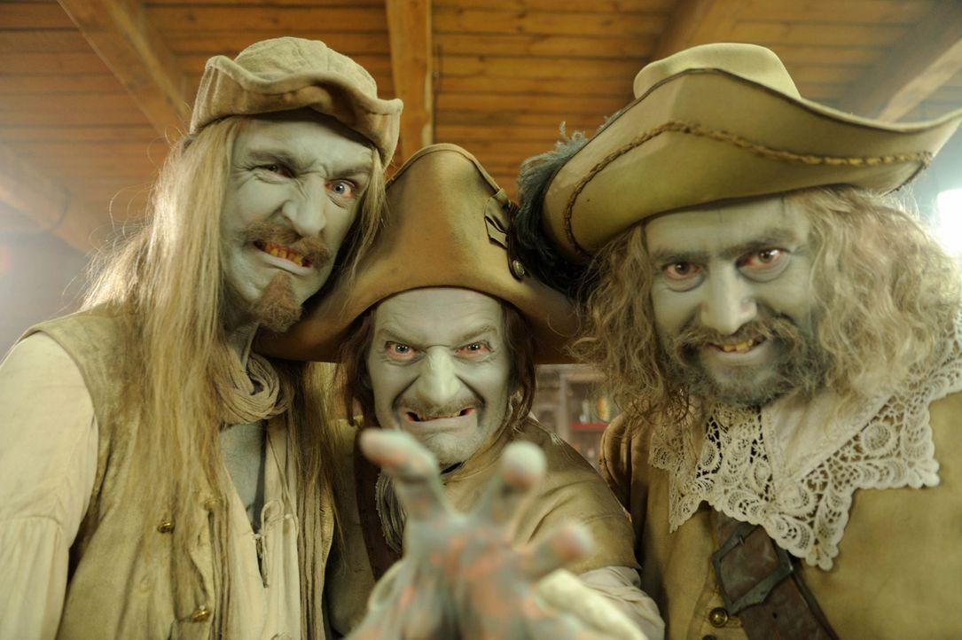 Der Legende nach wurden vor 300 Jahren die drei Räubergesellen Mops (Alexander Hörbe, r.), Karl (Michael Kessler, M.) und Chlodwig (Andreas Schmidt,... - Bildquelle: Hardy Spitz SAT.1