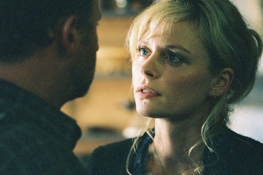 Anja Frick (Susanna Simon, r.) streitet mit ihrem Mann Lothar (Alexander Held, l.) ... - Bildquelle: Tom Trambow Sat.1