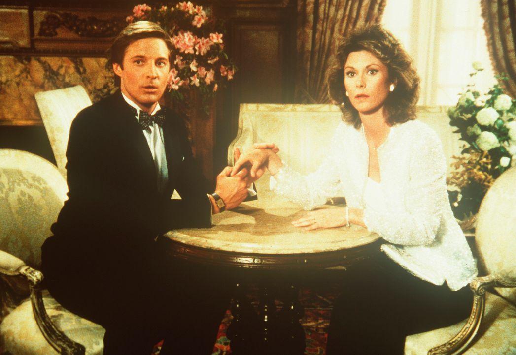 Lee (Bruce Boxleitner, l.) und Amanda (Kate Jackson, r.) haben sich als junges, reiches Ehepaar in dem Nobelhotel eingemietet, in dem eine Entführun... - Bildquelle: CBS Television