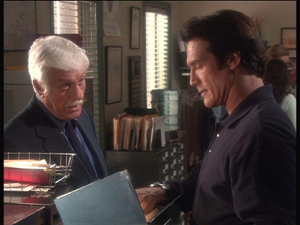 Mark (Dick Van Dyke, l.) und Steve (Barry Van Dyke, r.) sind auf eine interessante Spur gekommen ... - Bildquelle: Viacom
