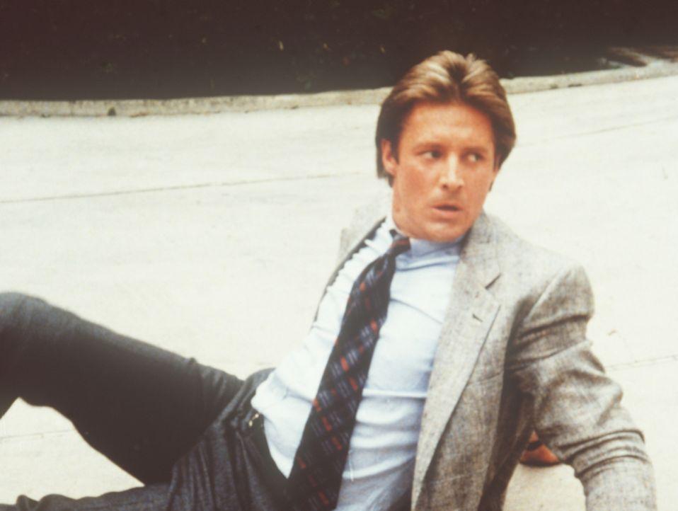 Lee (Bruce Boxleitner) auf dem Boden. Die Klärung eines seltsamen Falls von Heroinschmuggel ist für den Agenten harte Arbeit ...