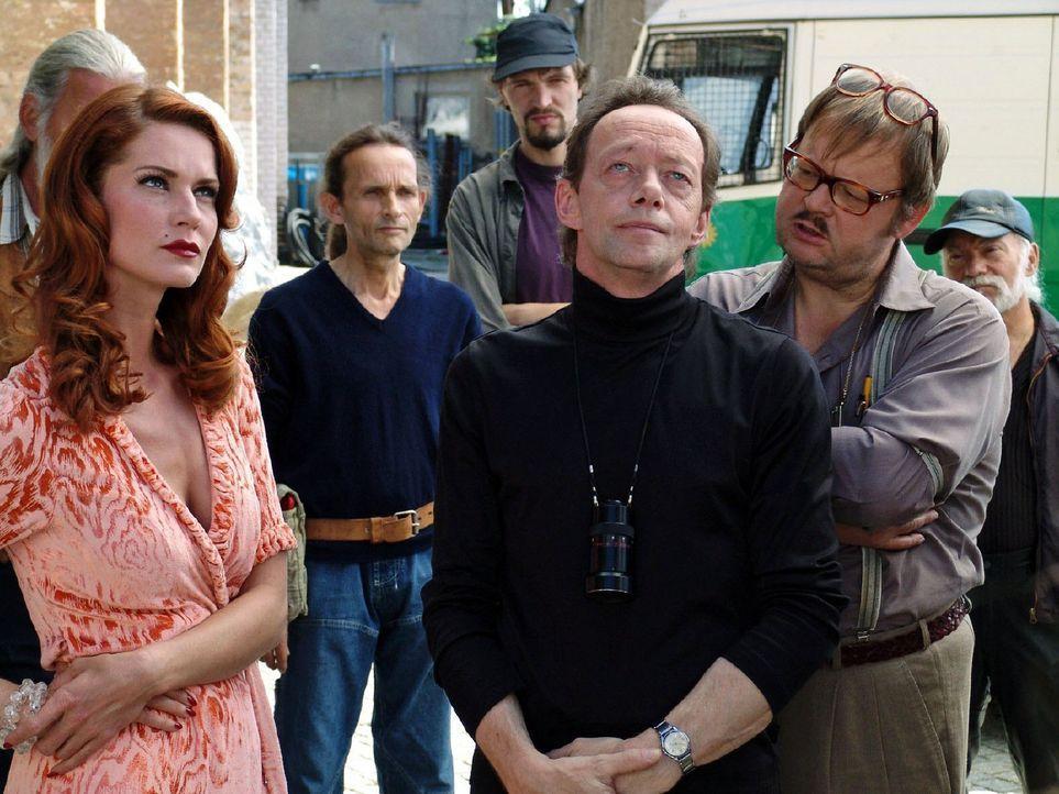 """Der mächtige Filmproduzent J.J. Epstein stirbt durch einen """"Unfall"""". In seinem Umfeld haben alle Verdächtigen, unter ihnen auch Schauspielerin Nora... - Bildquelle: Volker Roloff Sat.1"""