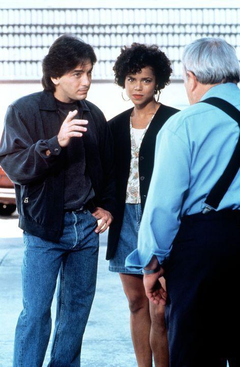 Jack (Scott Baio, l.) und Amanda (Victoria Rowell, M.) bei ihren Ermittlungen. - Bildquelle: Viacom