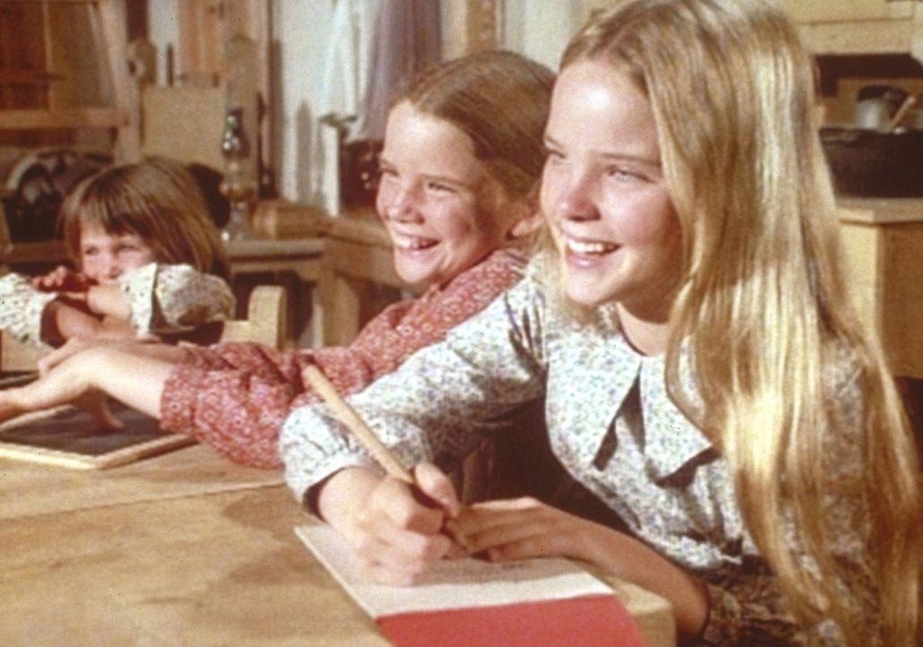Mary (Melissa Sue Anderson, r.), Laura (Melissa Gilbert, M.) und Carrie (Lindsay Sidney Greenbush) freuen sich über die erste erfolgreiche Ernte ihr... - Bildquelle: Worldvision