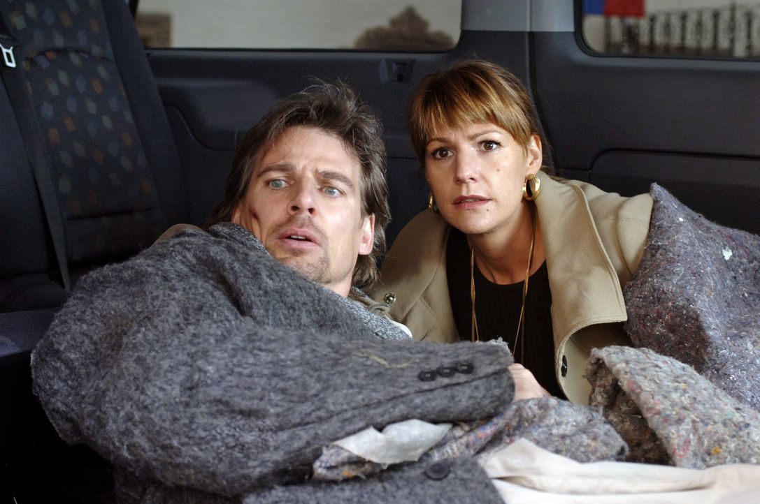 Leon (René Steinke, l.) und Katja (Sophie Schütt, r.) versuchen auf eigene Faust herauszufinden, wer hinter den Morden und der Entführung steckt ...... - Bildquelle: Martin Menke Sat.1