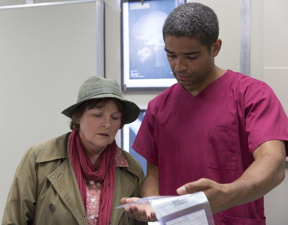 Vera Stanhope (Brenda Blethyn, l.); Dr. Marcus Summer (Kingsley Ben Adir, r.) - Bildquelle: ITV Studios