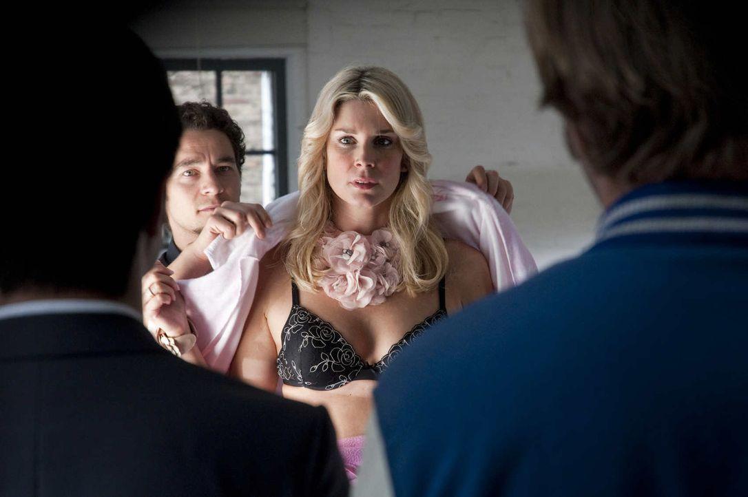 Nadja Saizewa (Claudelle Deckert) ist mehr an ihrer Karriere interessiert als an der Aufklärung des Mordes ihres Exfreundes ... - Bildquelle: Martin Rottenkolber SAT.1