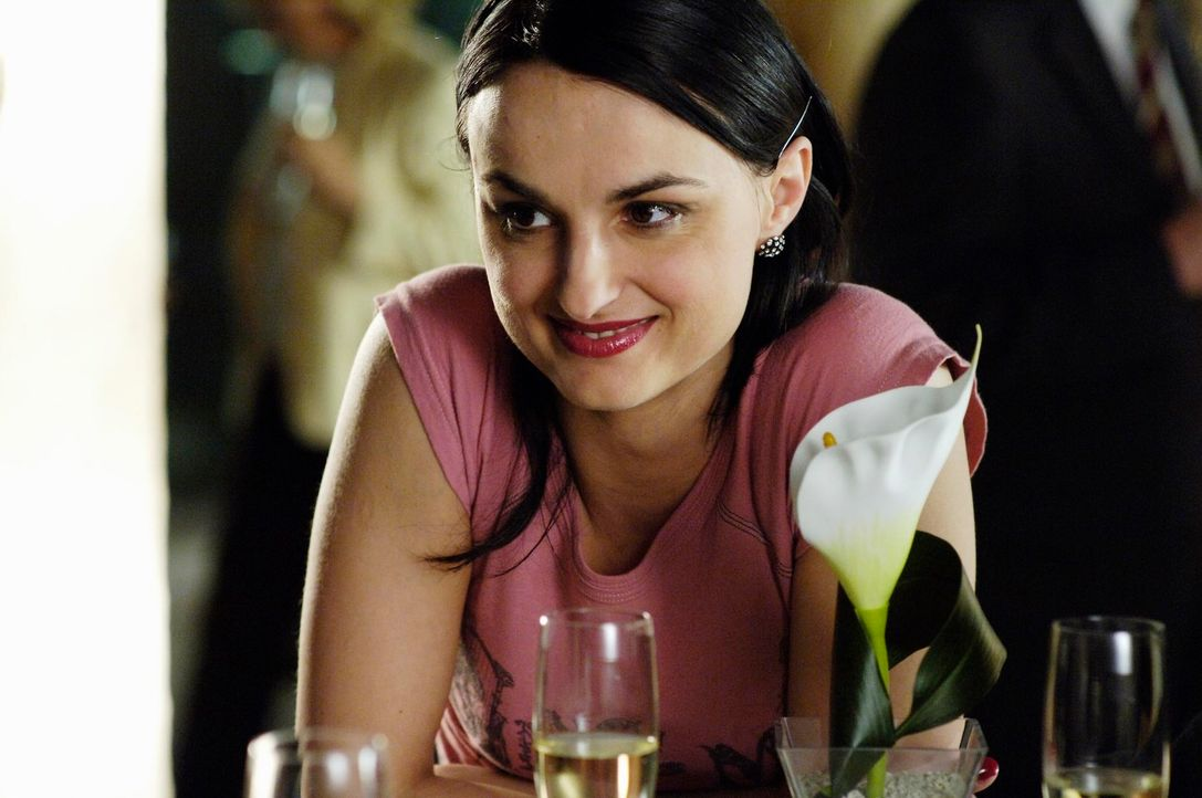 Frenzy (Miranda Leonhardt) soll zum dreißigsten Hochzeitstag ihrer Eltern eine Rede halten. Doch ihre Eltern leben schon seit vielen Jahren getrennt... - Bildquelle: Marco Nagel ProSieben