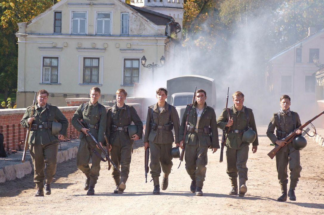 Himmelfahrtskommando: Sieben blutjunge Schüler erhalten den militärisch völlig überflüssigen Befehl, eine Brücke vor den anrückenden Alliierten zu v... - Bildquelle: Boris Guderjahn ProSieben