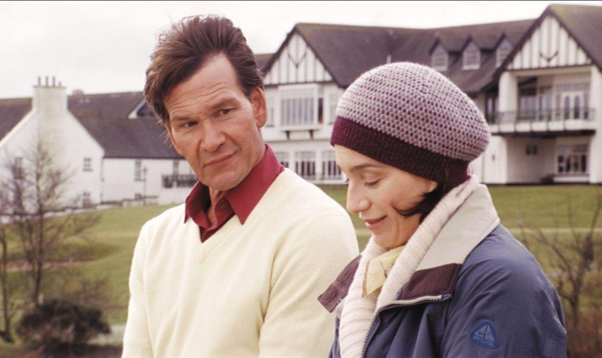 Gloria (Kristin Scott Thomas, r.) fühlt sich im ländlichen Idyll von ihrem Mann vernachlässigt und stürzt sich in eine Liebesaffäre mit ihrem schlei... - Bildquelle: Constantin Film