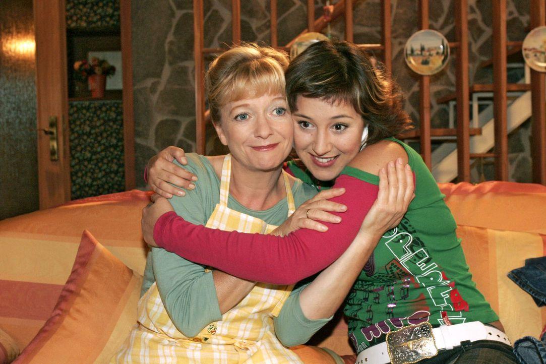 Yvonne (Bärbel Schleker, r.) ist dankbar über Helgas (Ulrike Mai, l.) Zuspruch. - Bildquelle: Noreen Flynn Sat.1