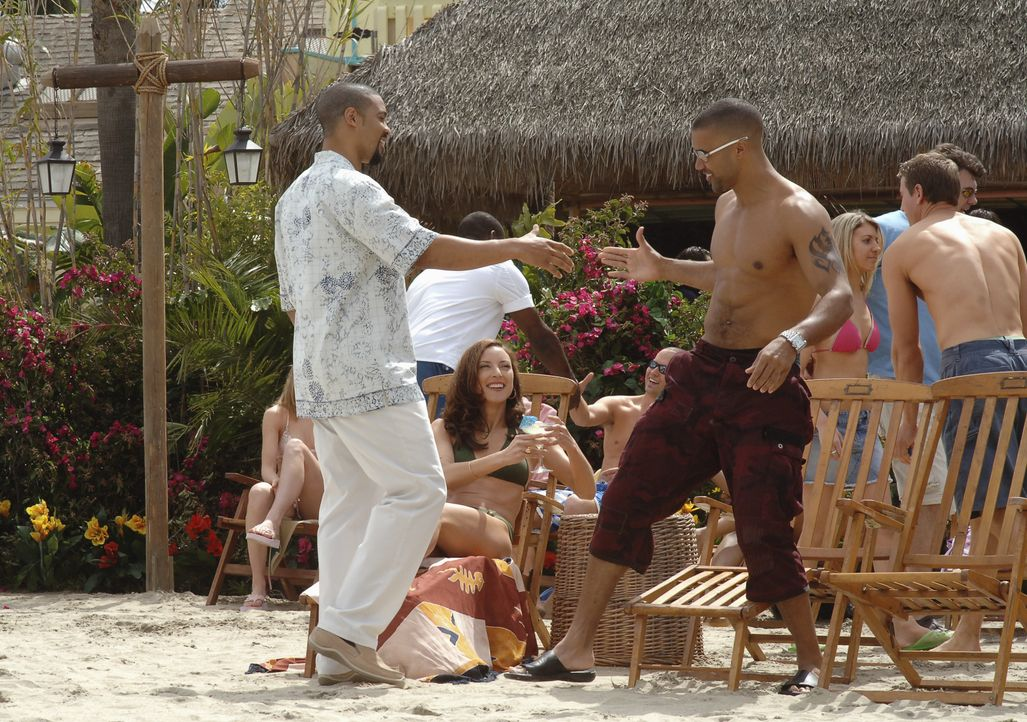 Elle Greenaway (Lola Glaudini, M.); Derek Morgan (Shemar Moore, r.) - Bildquelle: Ron Jaffe 2006 TOUCHSTONE TV.  All rights reserved.  NO ARCHIVING, NO RESALE. / Ron Jaffe