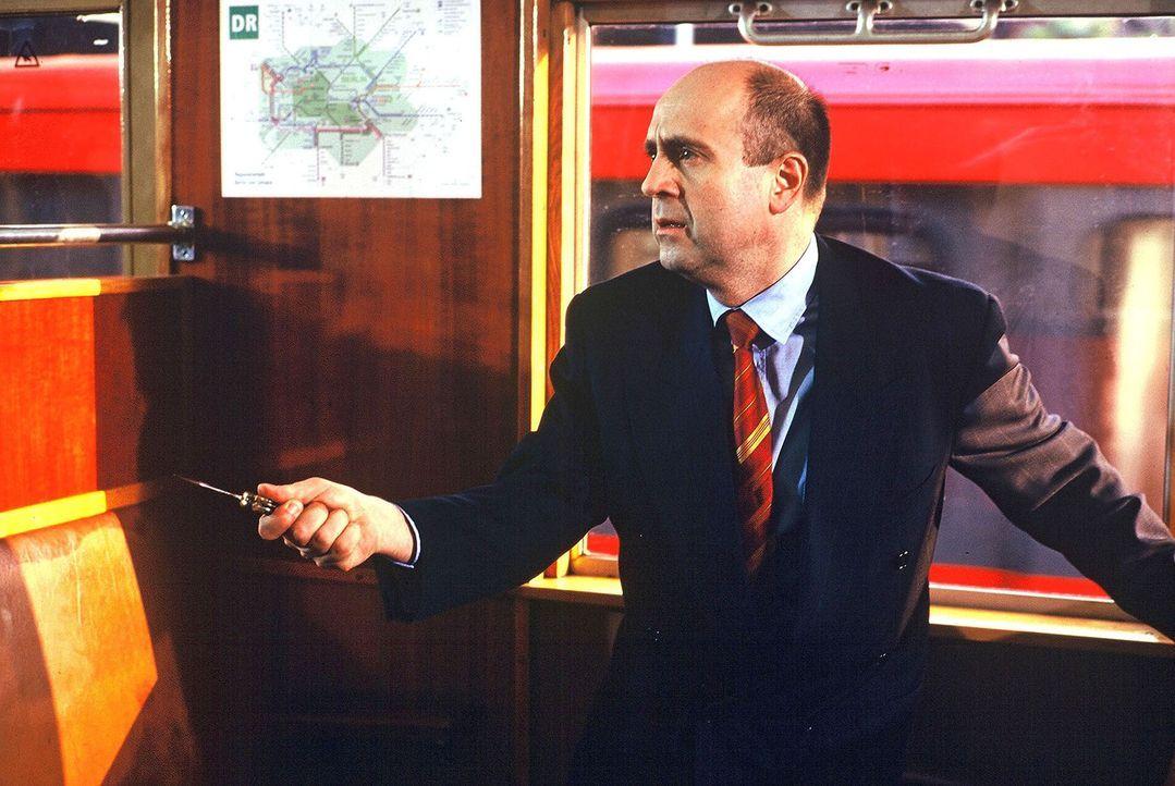 Die römische Polizei untersucht einen Mafiamord - die Spuren führen nach Berlin. Nachdem Staatsanwalt Fried (Gerd Wameling) um Amtshilfe gebeten wur... - Bildquelle: Alfred Raschke Sat.1