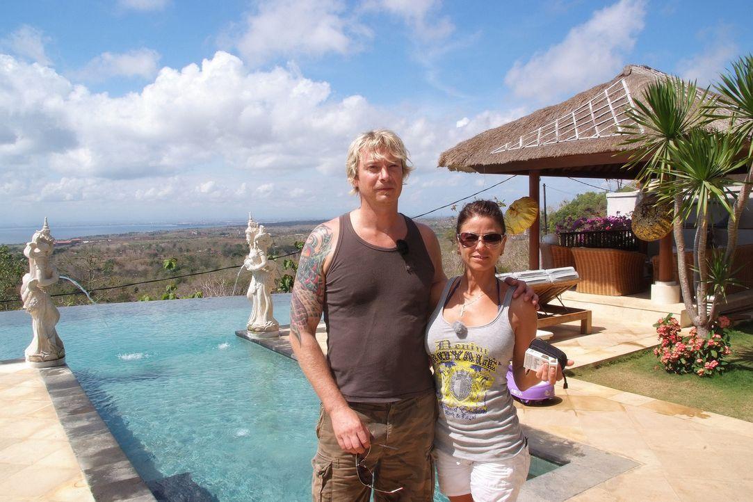 """Isabella """"Bella"""" Turalski (41) und Sascha Taube (41) aus der Nähe von Mainz sind dem Lebensgefühl auf Bali verfallen und haben beschlossen für immer... - Bildquelle: kabel eins"""
