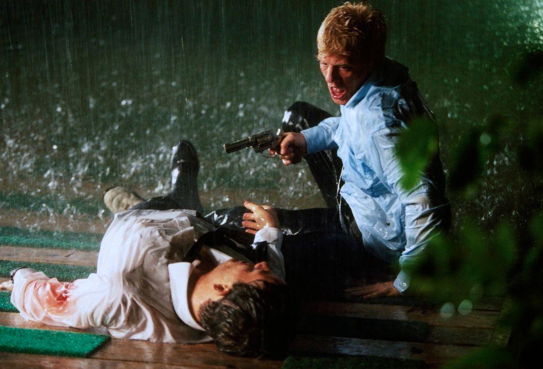 Semesterziel: Mord! Lukas (Andreas Guenther, r.) und Alexander (Torben Liebrecht, l.) ... - Bildquelle: Erika Hauri ProSieben