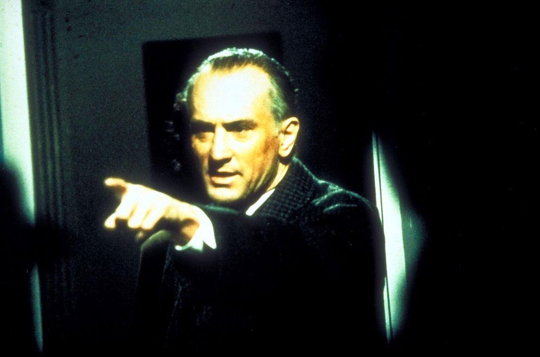 Erst 35 Jahre später kehrt Noodles (Robert De Niro) als alter Mann nach New York zurück und erfährt endlich die Wahrheit über Max' Tod ... - Bildquelle: Warner Bros.