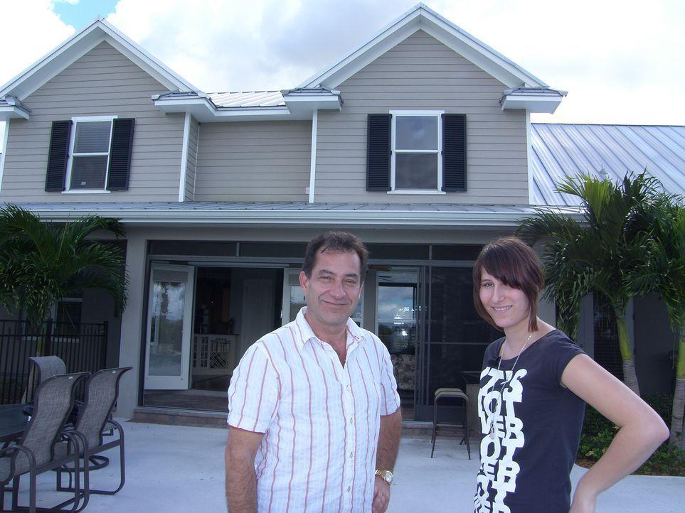 Theo und Tina Hameder suchen ein großes Ferienhaus in Florida, nachdem sie vor kurzem ihr Feriendomizil auf Kreta verkauft haben. Es sollte groß gen... - Bildquelle: kabel eins
