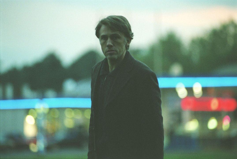 Richard Seemann (Christoph Waltz), der mutmaßliche Mörder von Bernhard Junghans, taucht nach 20 Jahren wieder auf. - Bildquelle: Martin Kurtenbach Sat.1