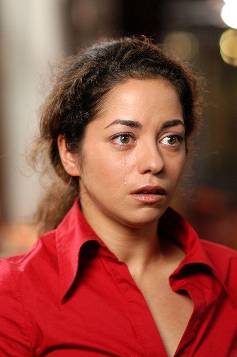 Die bildhübsche Kunststudentin Nihan (Türkiz Talay) will nach zwei gescheiterten Beziehungen nichts mehr mit deutschen Männern zu tun haben. Da lern... - Bildquelle: Willi Weber ProSieben