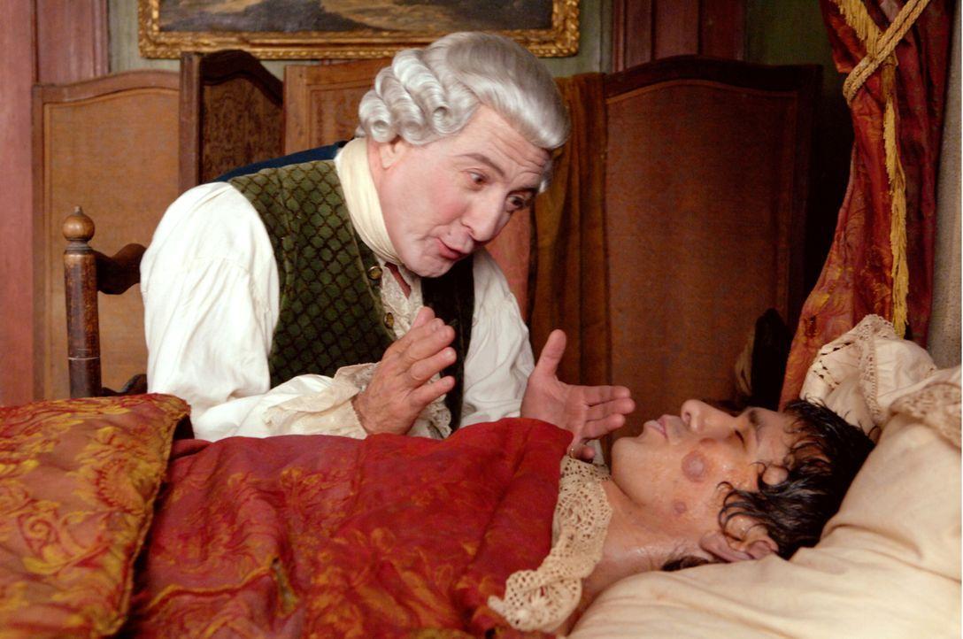 Der Parfümeur Baldini (Dustin Hoffman, l.) ist seinem Gesellen Jean-Baptiste (Ben Whishaw, r.) zu großem Dank verpflichtet, nachdem dieser ihm gehol... - Bildquelle: Constantin Film Verleih GmbH