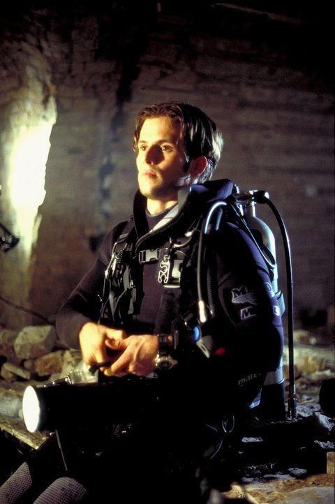 Gebannt wartet Paul (Christian Oliver) auf die Dechiffrierung der Zahlenkombination, um endlich das tödliche Bombensystem unschädlich machen zu könn... - Bildquelle: Leslie Haslam ProSieben