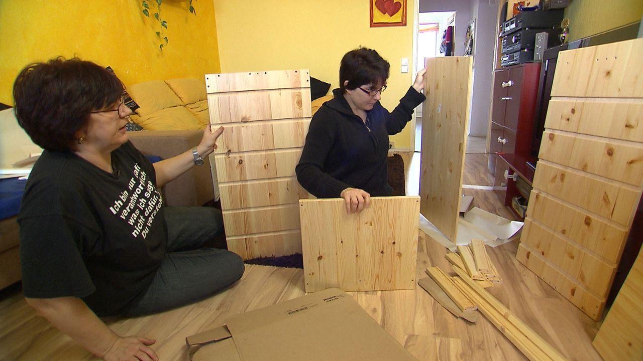 Nachdem in der größten Ikea-Filiale Deutschlands geshoppt wurde -geht es nun ans handwerkliche Geschick: Steffi und Chris ... - Bildquelle: SAT.1
