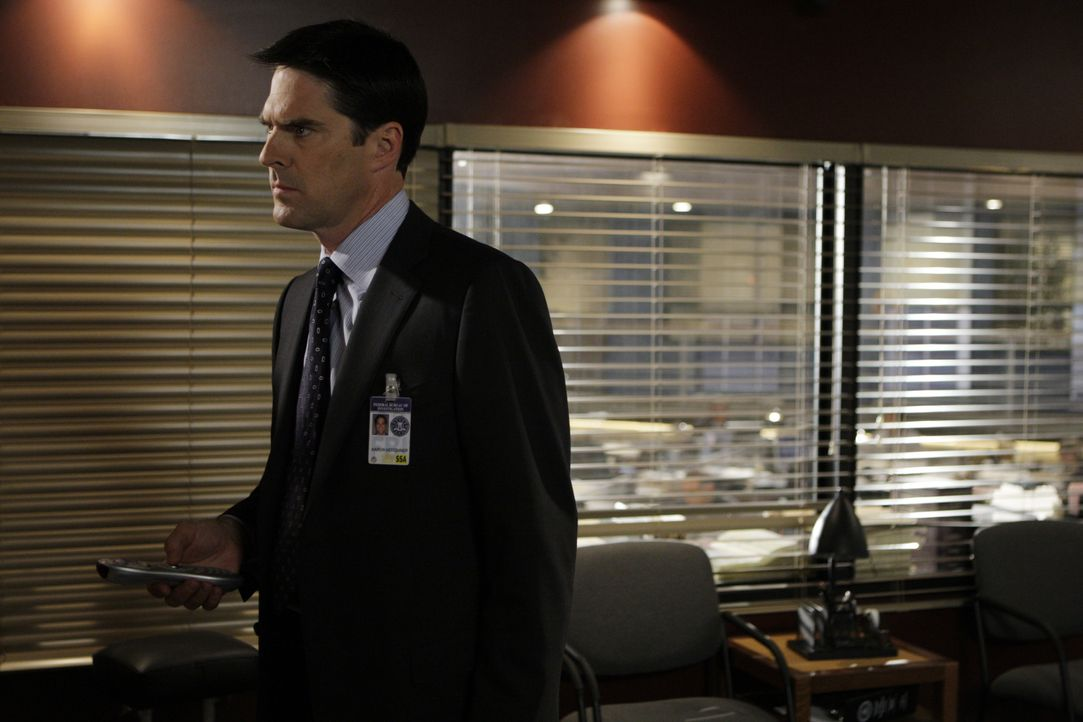 Ein neuer Fall bereitet ihm Kopfzerbrechen: Special Agent Aaron Hotchner (Thomas Gibson) ... - Bildquelle: Cliff Lipson 2008 ABC Studios. All rights reserved. NO ARCHIVE. NO RESALE. / Cliff Lipson
