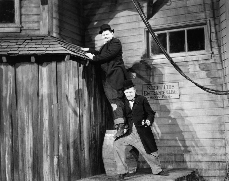 Ollie (Oliver Hardy, l.); Stan (Stan Laurel, r.) - Bildquelle: Metro-Goldwyn-Mayer