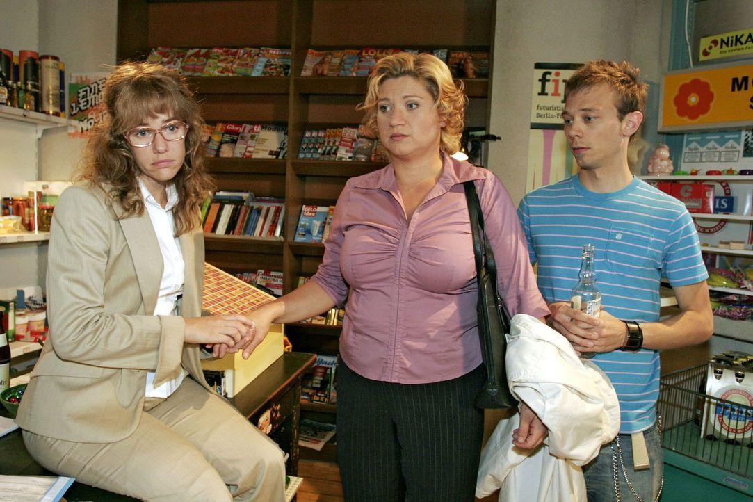 Agnes (Susanne Szell, M.) erzählt Lisa (Alexandra Neldel, l.) und Jürgen (Oliver Bokern, r.), wie sehr ihr vor ihrem Abschied von Kerima Moda graut.... - Bildquelle: Noreen Flynn Sat.1