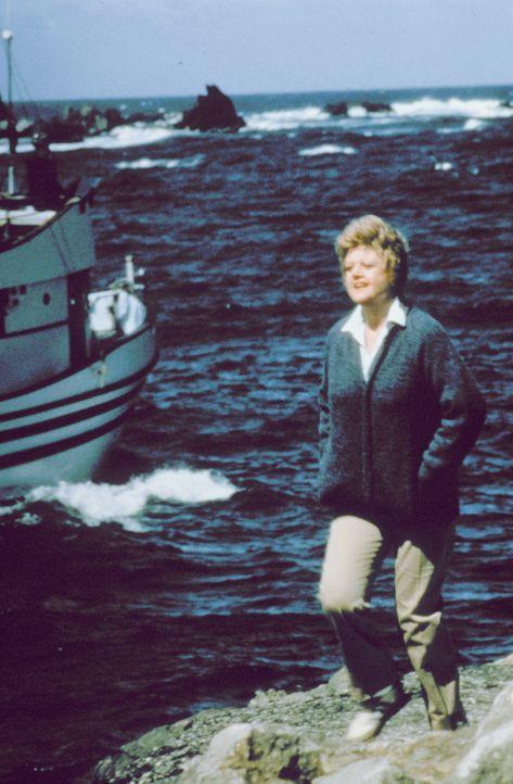 Die Witwe Jessica Fletcher (Angela Lansbury) lebt alleine in der kleinen Küstenstadt Cabot Cove ... - Bildquelle: Universal Pictures