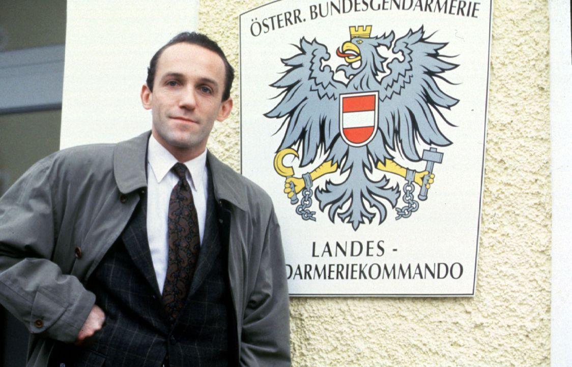 Stocki (Karl Markovics) ist mit seiner Frau Karin ins Salzkammergut gezogen und ist dort von der Landgendarmerie Salzburg zum Bezirksinspektor befö... - Bildquelle: Huber Sat.1